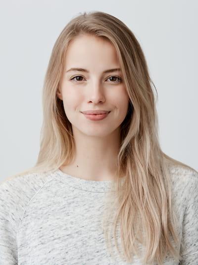 Bewerbungsfoto mit lächelnder Frau
